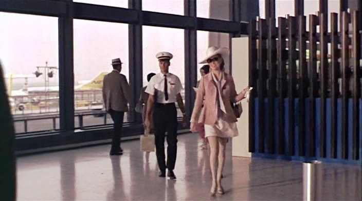 Afera.Tomasa.Krauna.1968.XviD.DVDRip-SNegoro.avi_snapshot_00.34.10_[2015.03.09_00.02.45]