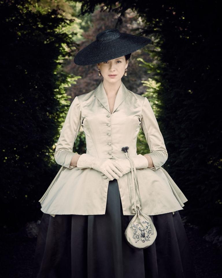 Image for Чей дизайн лег в основу платья Катрионы Балф в сериале «Чужестранка»?