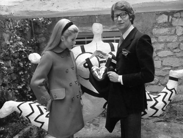 Image for Ив Сен-Лоран нередко одевал Катрин Денев в ее фильмах, в каком из них не использовались его костюмы?